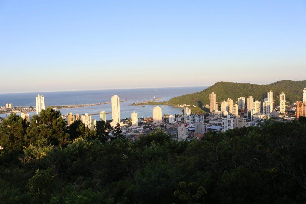 itajai santa catarina 2 1024x682 - Morro da Cruz Itajaí: Você Precisa Ver O Pôr Do Sol Deste Lugar!