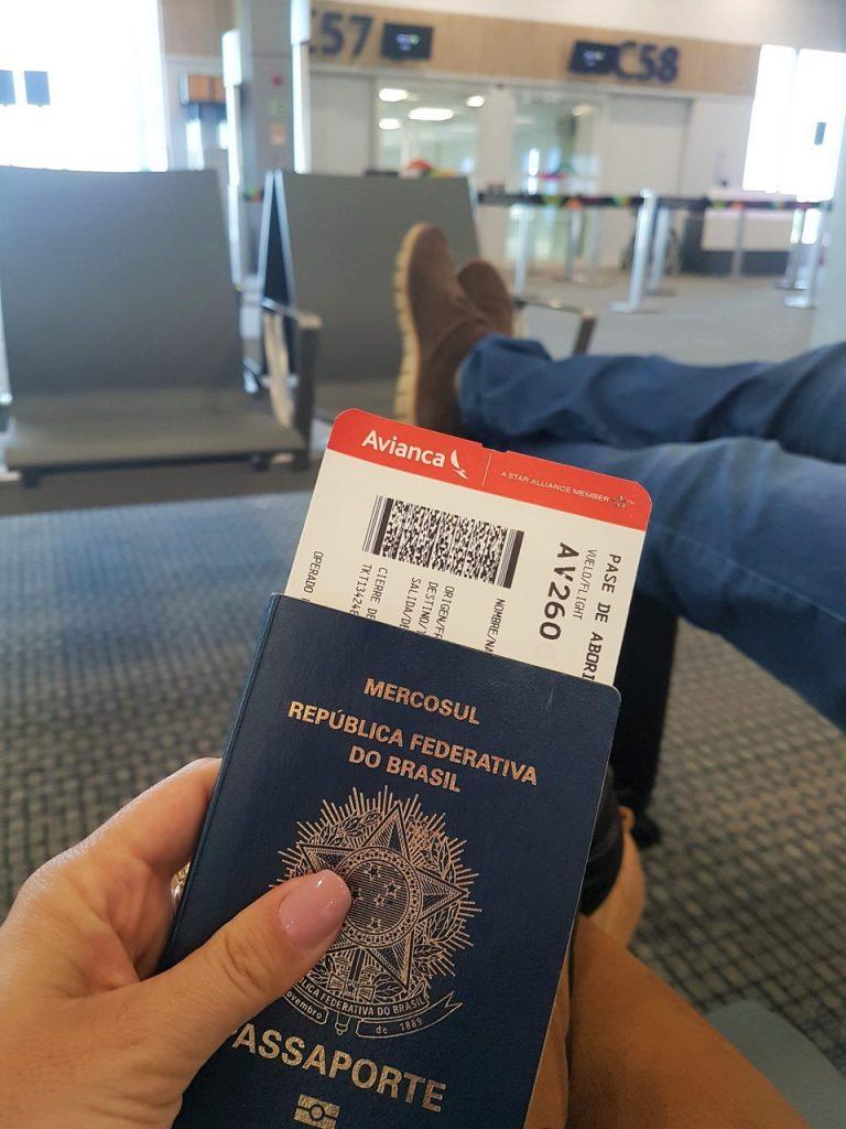 nunca viajei de avião dicas 768x1024 - Primeira Viagem Internacional? Não Se Desespere... Siga Esses 12 Passos Que Tudo Dará Certo!