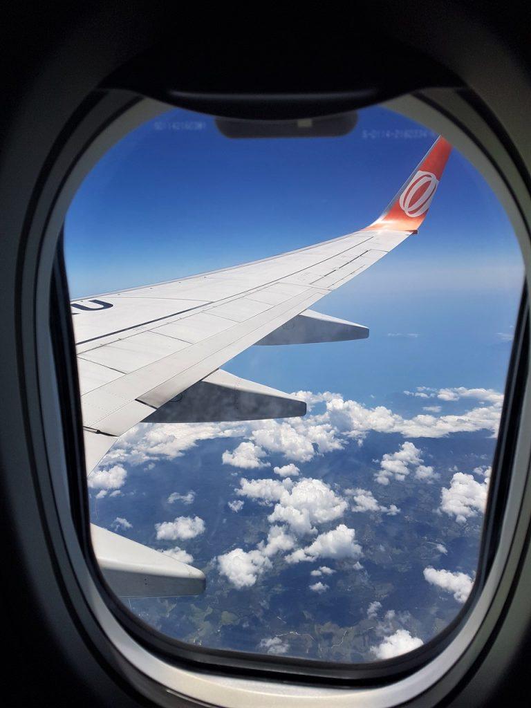viajando pela primeira vez de aviao 768x1024 - Primeira Viagem Internacional? Não Se Desespere... Siga Esses 12 Passos Que Tudo Dará Certo!