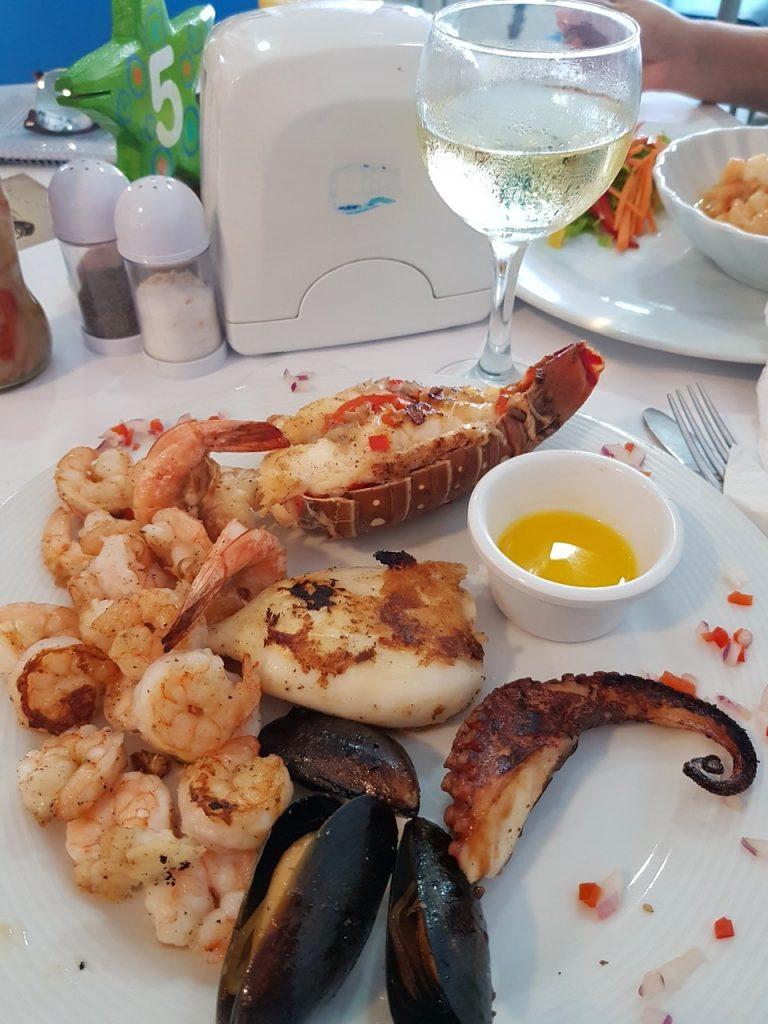 capitan mandy san andres 768x1024 - Onde Comer Em San Andres? 10 Sugestões Infalíveis De Restaurantes Com Fotos e Valores