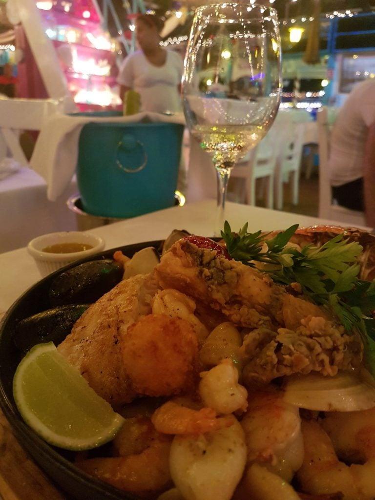 san andres la regatta 768x1024 - Onde Comer Em San Andres? 10 Sugestões Infalíveis De Restaurantes Com Fotos e Valores