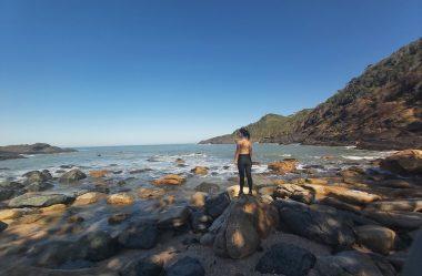 Trilha Praia Vermelha Penha – Descobri 3 Formas Exatas de Conhecê-la!